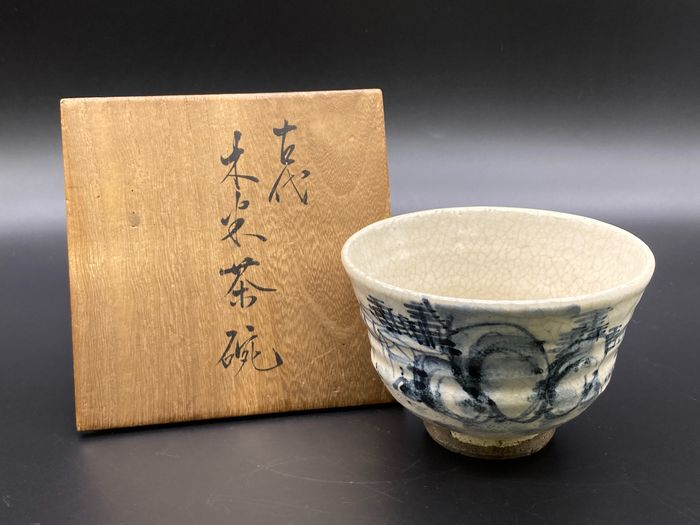 Chawan 茶碗 (tea bowl) - Ceramic - 'Kodai Mokubei chawan' 古代木米茶碗 (Antique Mokubei teabowl) - Inscribed Mokubei 木米 - Japan - Edo Period (1600-1868)