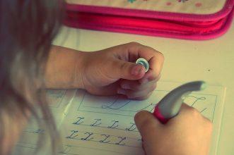 Rekomendasi 10 Meja Belajar Bagus dan Unik Untuk Anak