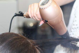 Rekomendasi 10 Hair Dryer Bagus dan Aman untuk Rambut