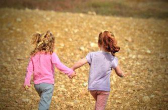 10 Kaos Anak Usia di Bawah 10 Tahun yang Nyaman dan Dingin