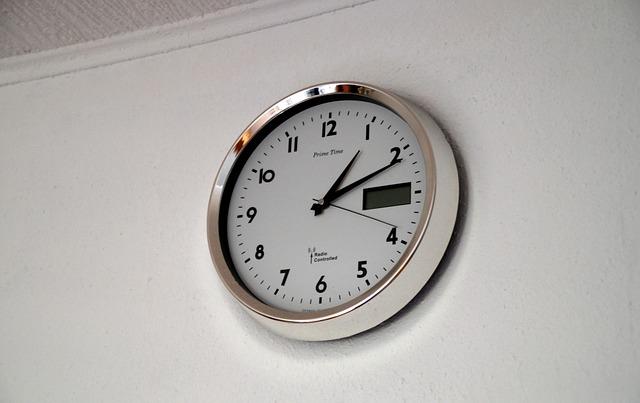 10 Jam Dinding Bagus Untuk Ruang Tamu Cekresi Com