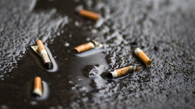 Resultado de imagen de tirar tabaco