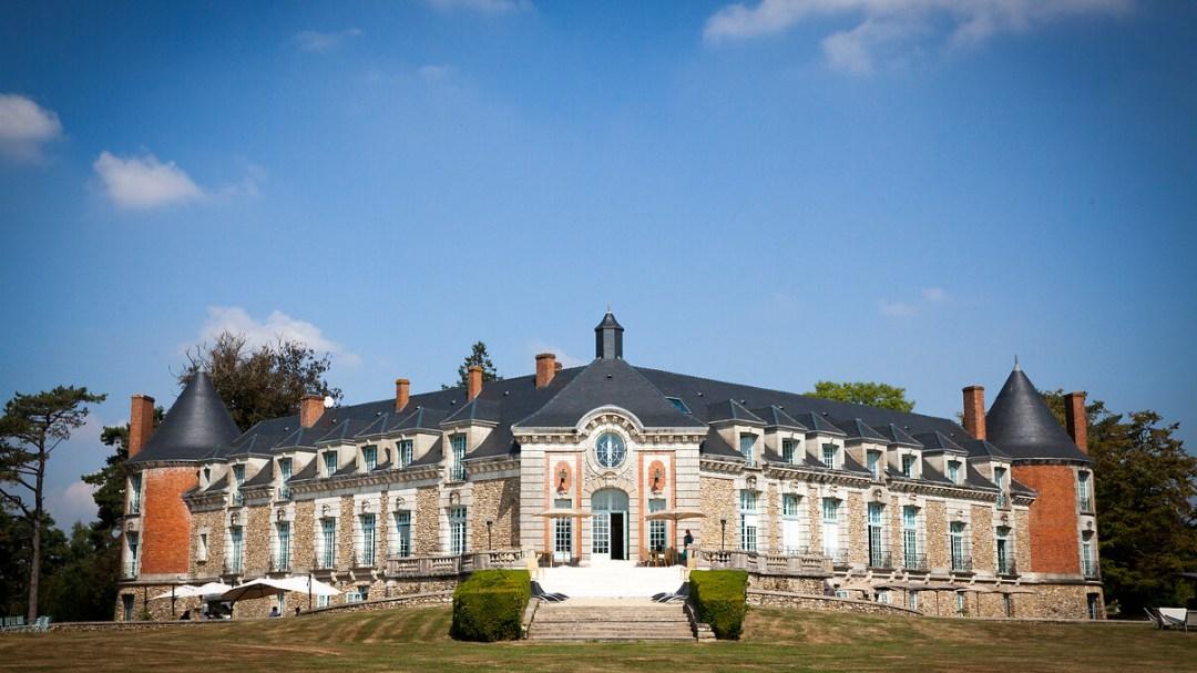 Château Saint-Nom-la bretèche le long du GR1