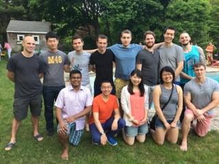 先日Sethの家でのパーティーでの集合写真(Sethは後列の一番左)