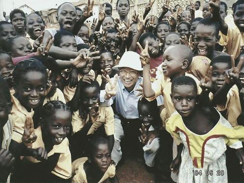 2004年大村智教授在非洲