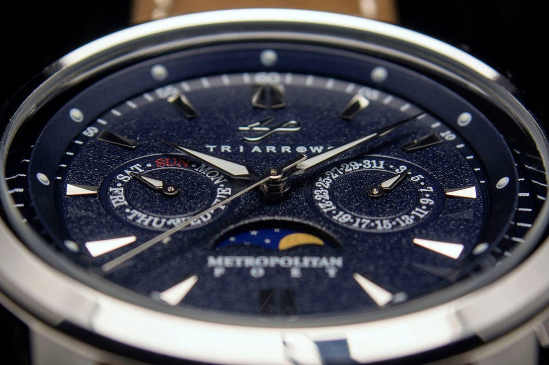 Triarrows-Watch-03.jpg
