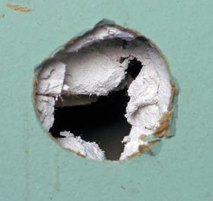 http://local.yodle.com/articles/wp-content/uploads/2009/08/DrywallRepair03.jpg