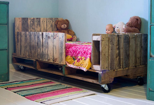 wood pallet bed, toddler bed, kids eco furniture, recycled materials, DIY, pallet bed, shipping pallets, lori danelle
