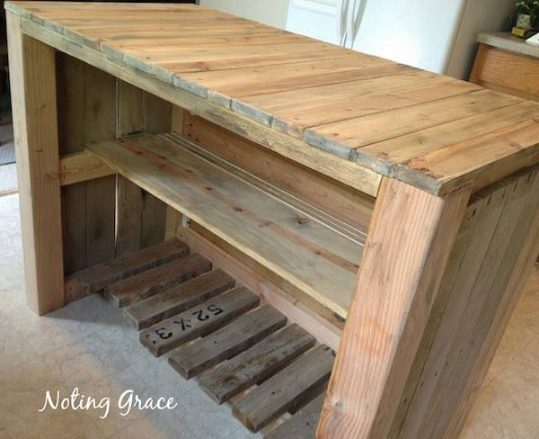 completed DIY pallet kitchen island