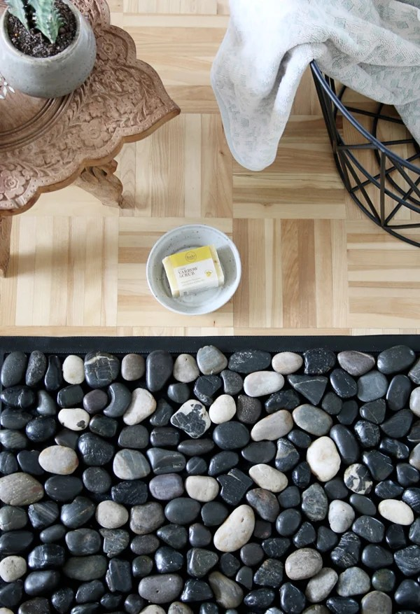 DIY Pebble Bath Mat  | Bath rug with river stones