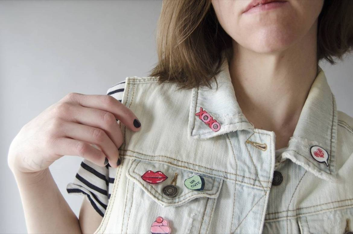 Learn how to make these cute pins for Valentine's Day. Perfect little gifts for friends, coworkers, and gal-pals!