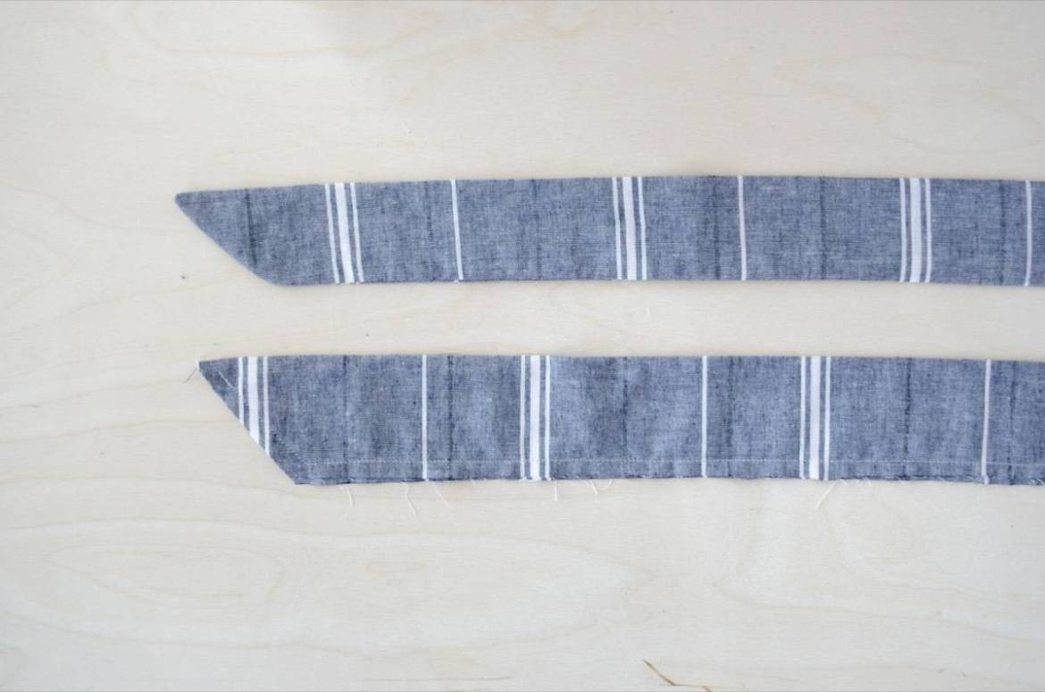 Half apron tutorial: Stitch the straps at an angle
