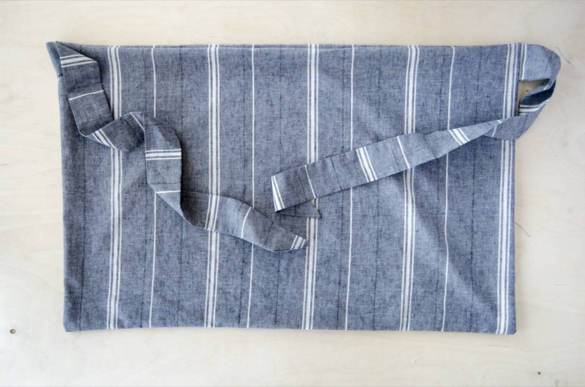Half apron tutorial: Turn right-side out