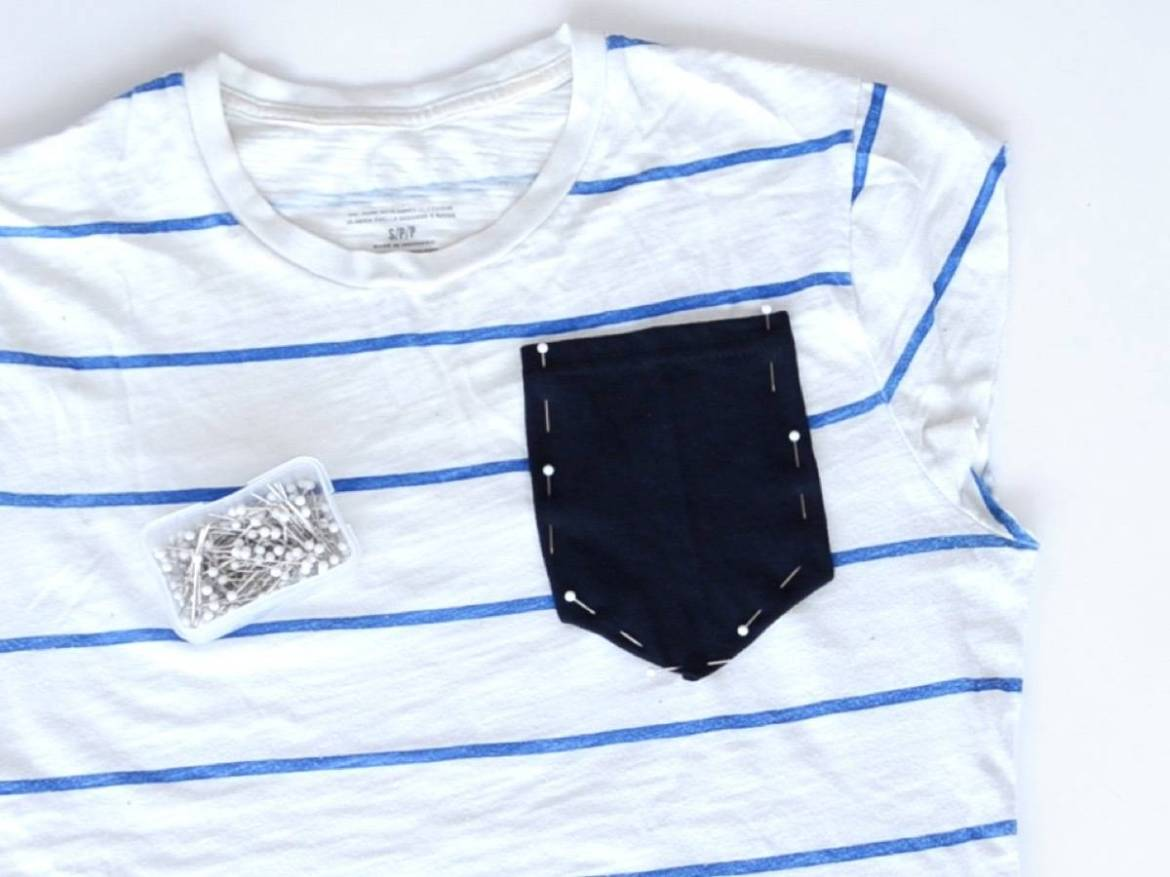How to transform a regular t-shirt into a crop top with a pocket