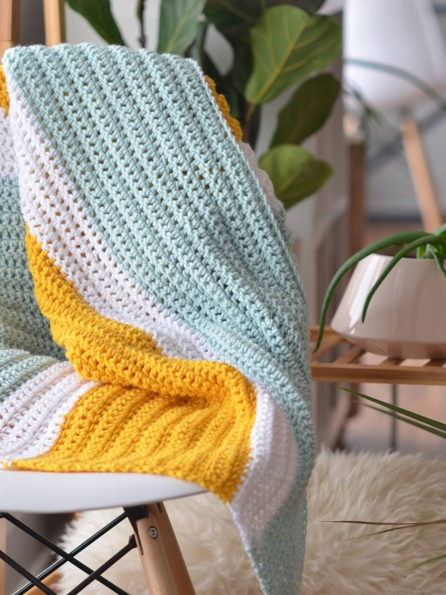 How to crochet a simple but sweet baby blanket using three colors