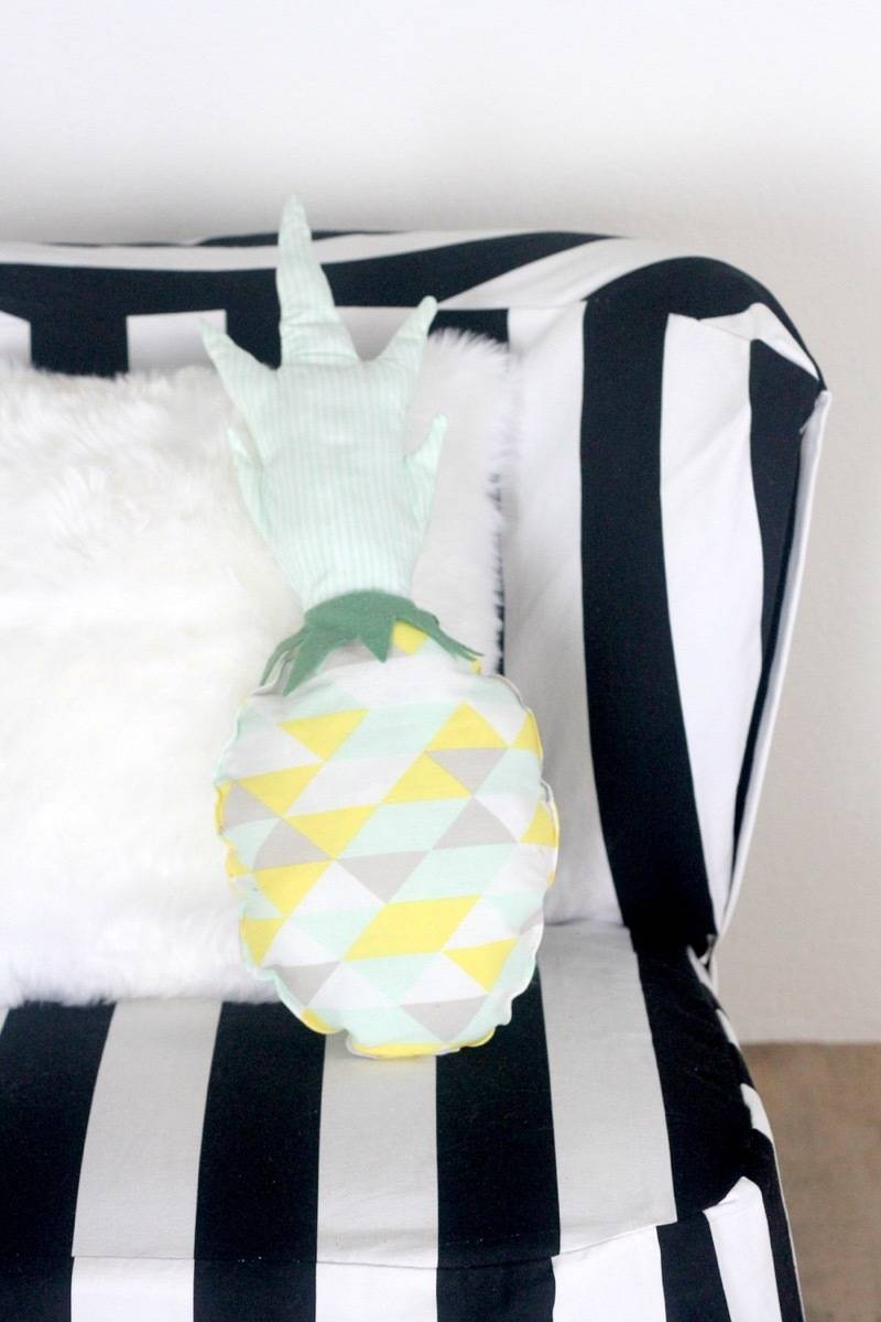 Colorful pillow idea from kojodesigns | 75 DIY Kids Decor Ideas