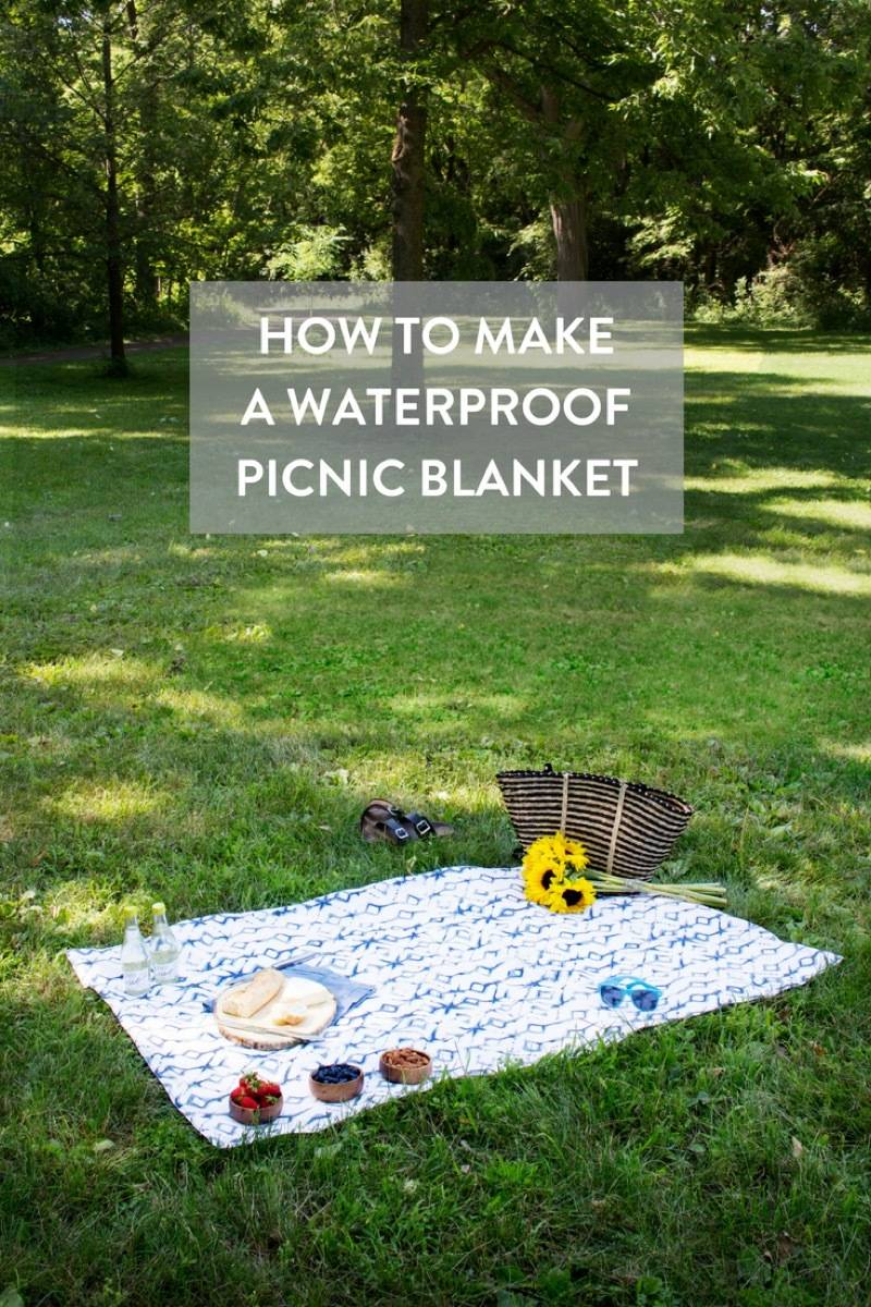 Cute date idea alert! Make a waterproof picnic blanket for lunch in the park, without worrying about the elements.