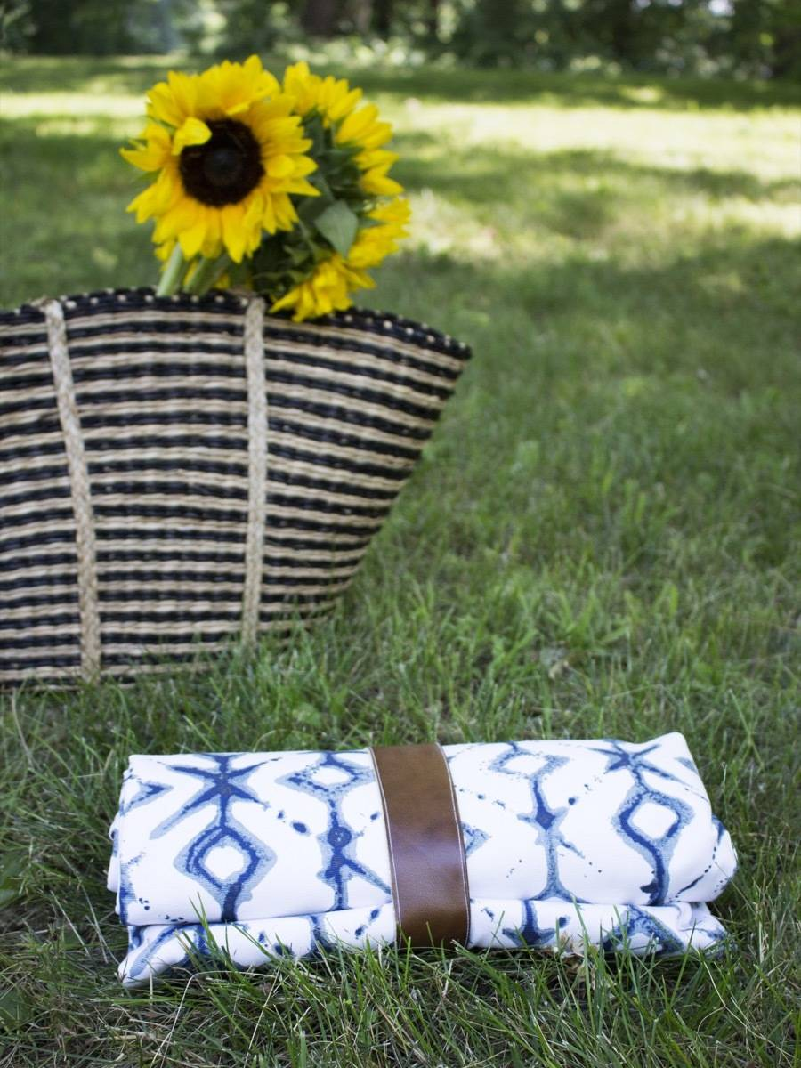 DIY Waterproof Picnic Blanket Tutorial