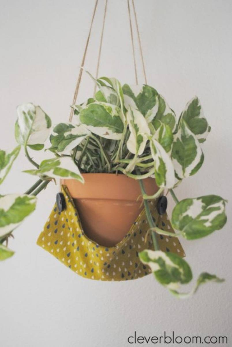 99 ways to use fabric to decorate your home   Plant hammock