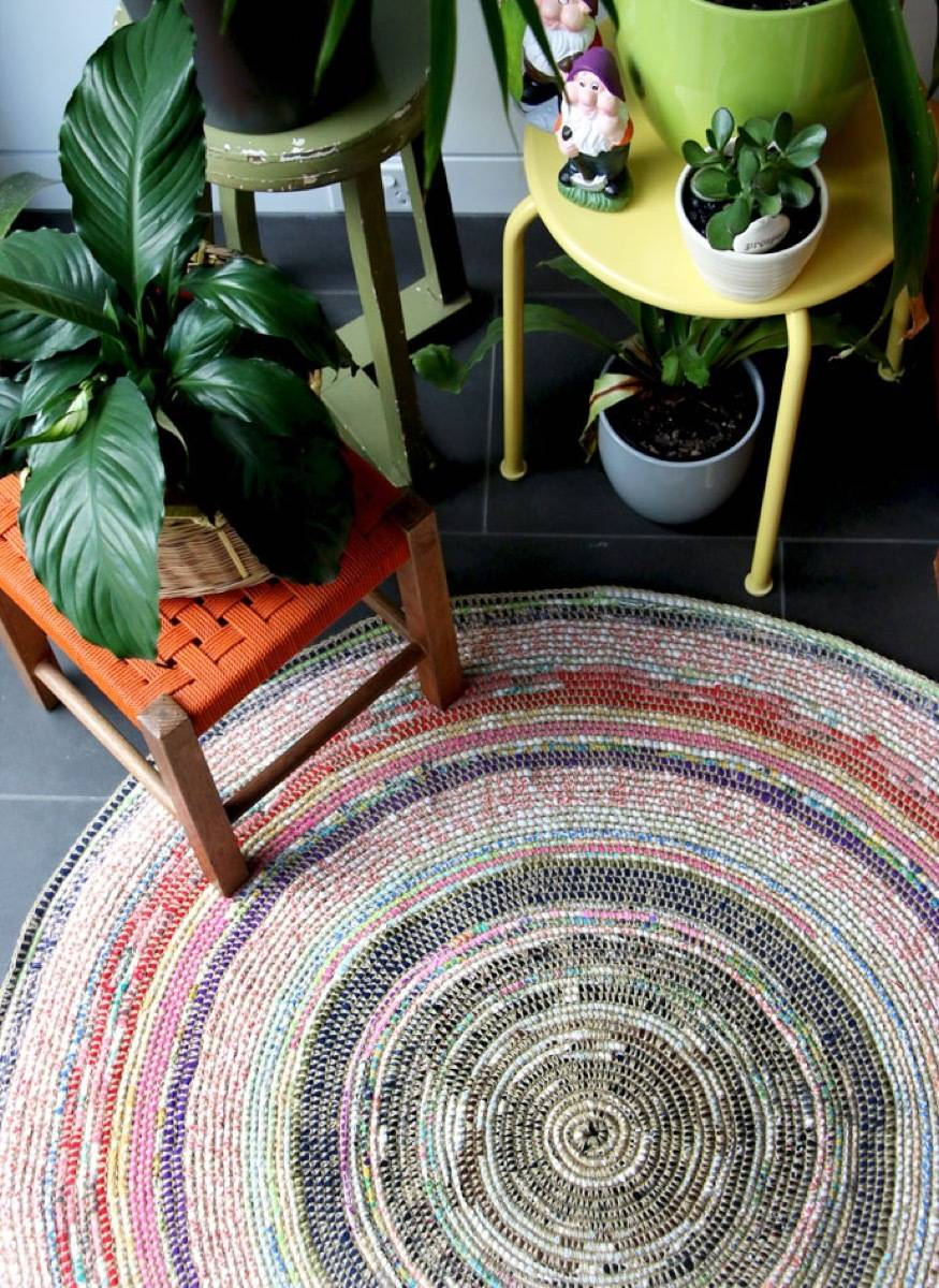 99 ways to use fabric to decorate your home   Coil rug