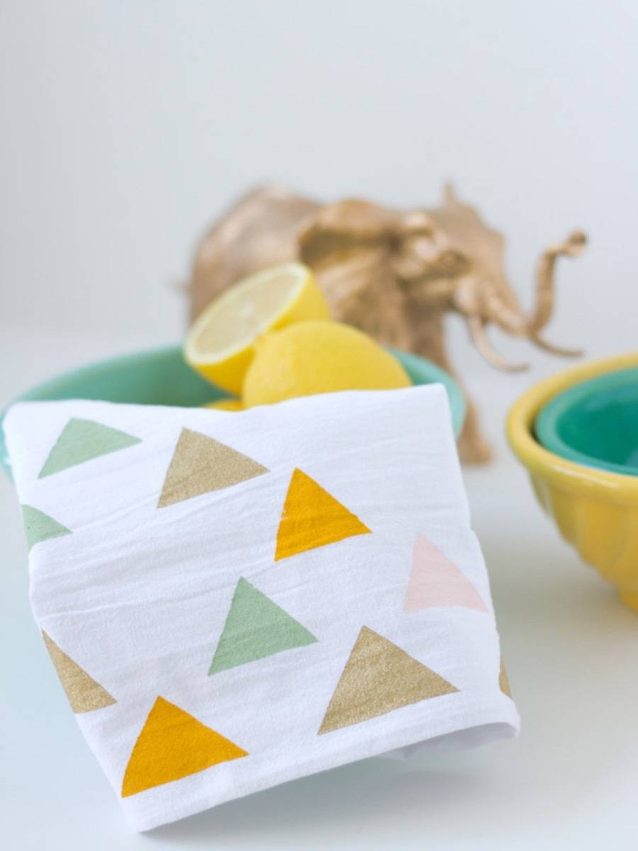 99 ways to use fabric to decorate your home   Cute tea towels