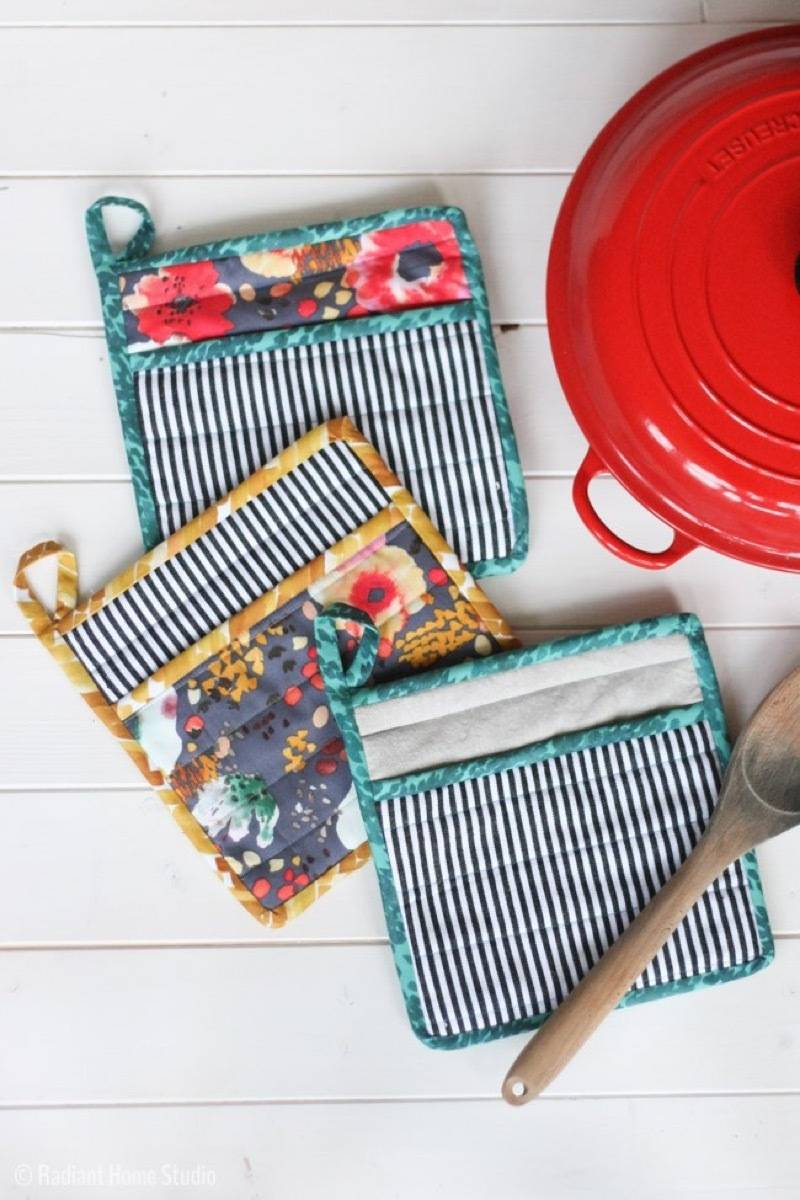 99 ways to use fabric to decorate your home   Pot holders tutorial