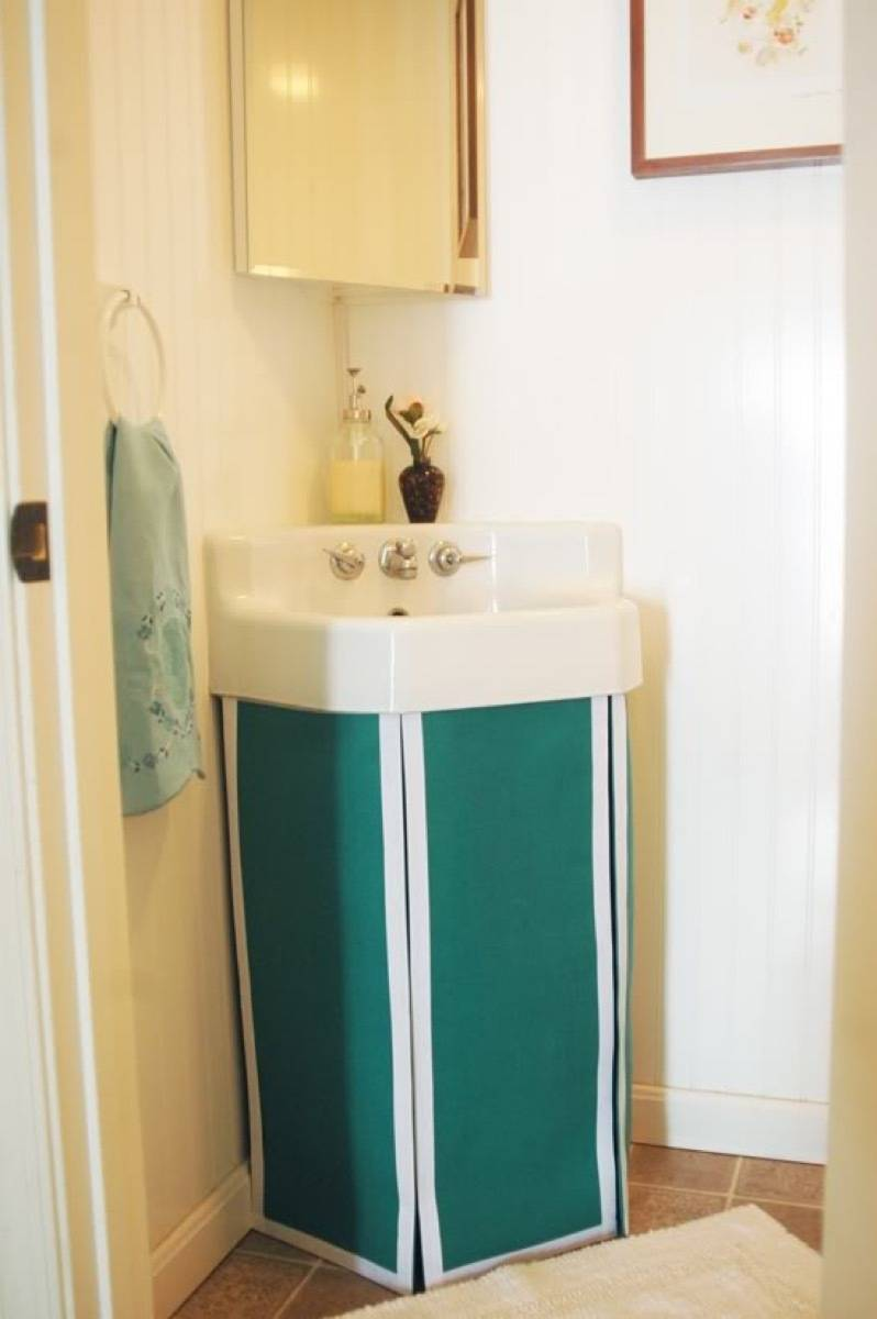 99 ways to use fabric to decorate your home   Pedestal sink upgrade