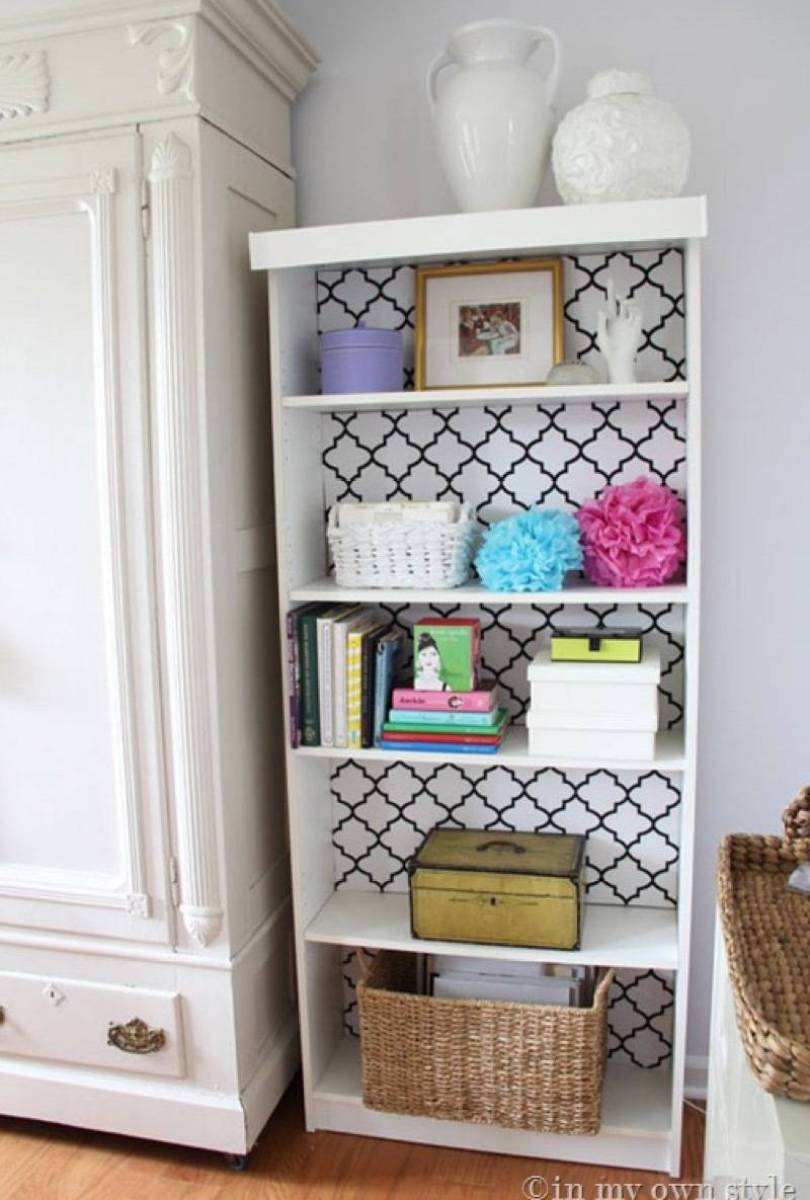 99 ways to use fabric to decorate your home   Fabric-lined bookshelf