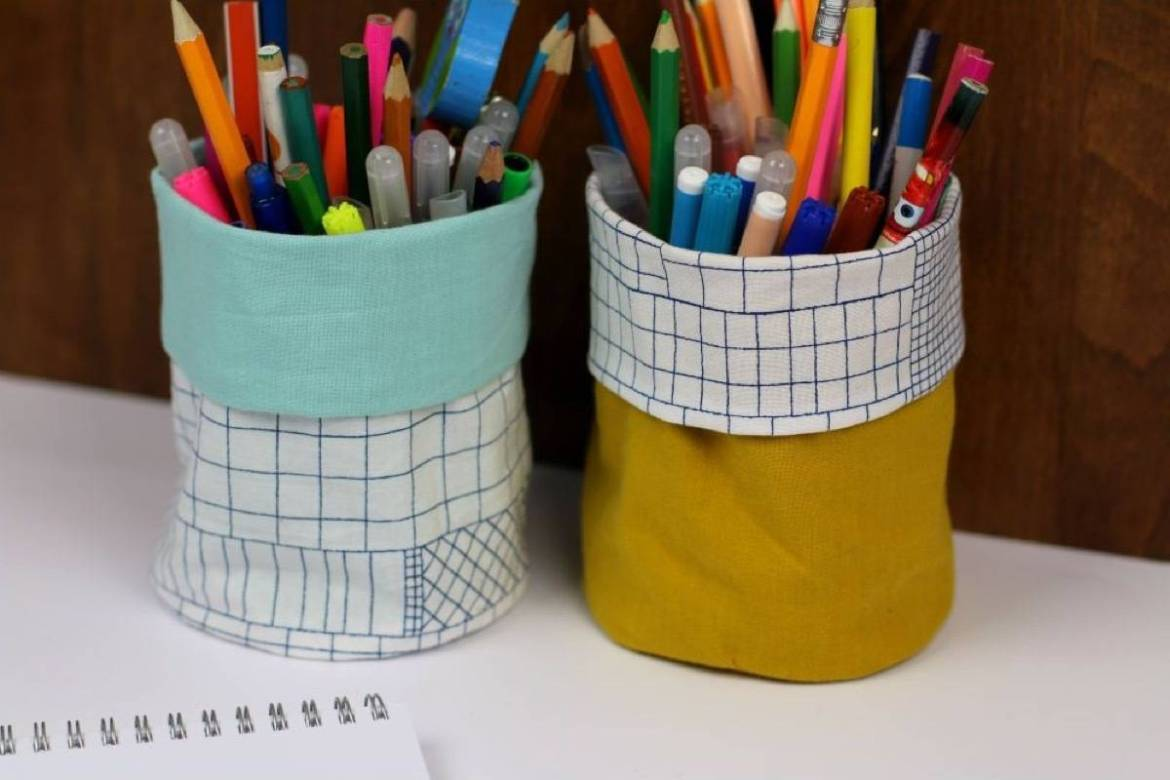 99 ways to use fabric to decorate your home   Desk organizers from fabric and tin cans