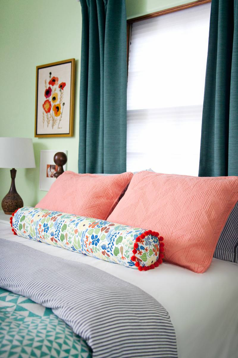 99 ways to use fabric to decorate your home   DIY bolster pillow