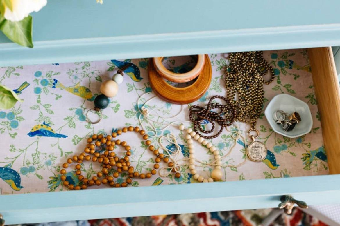 99 ways to use fabric to decorate your home   Fabric-lined drawers