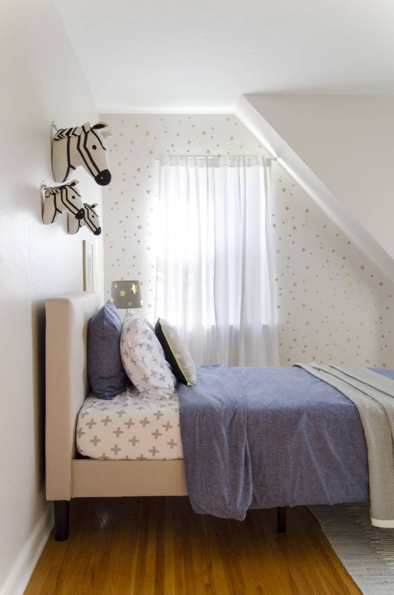 Boy's room with stenciled gold stars, zebra heads, blue and white, calm