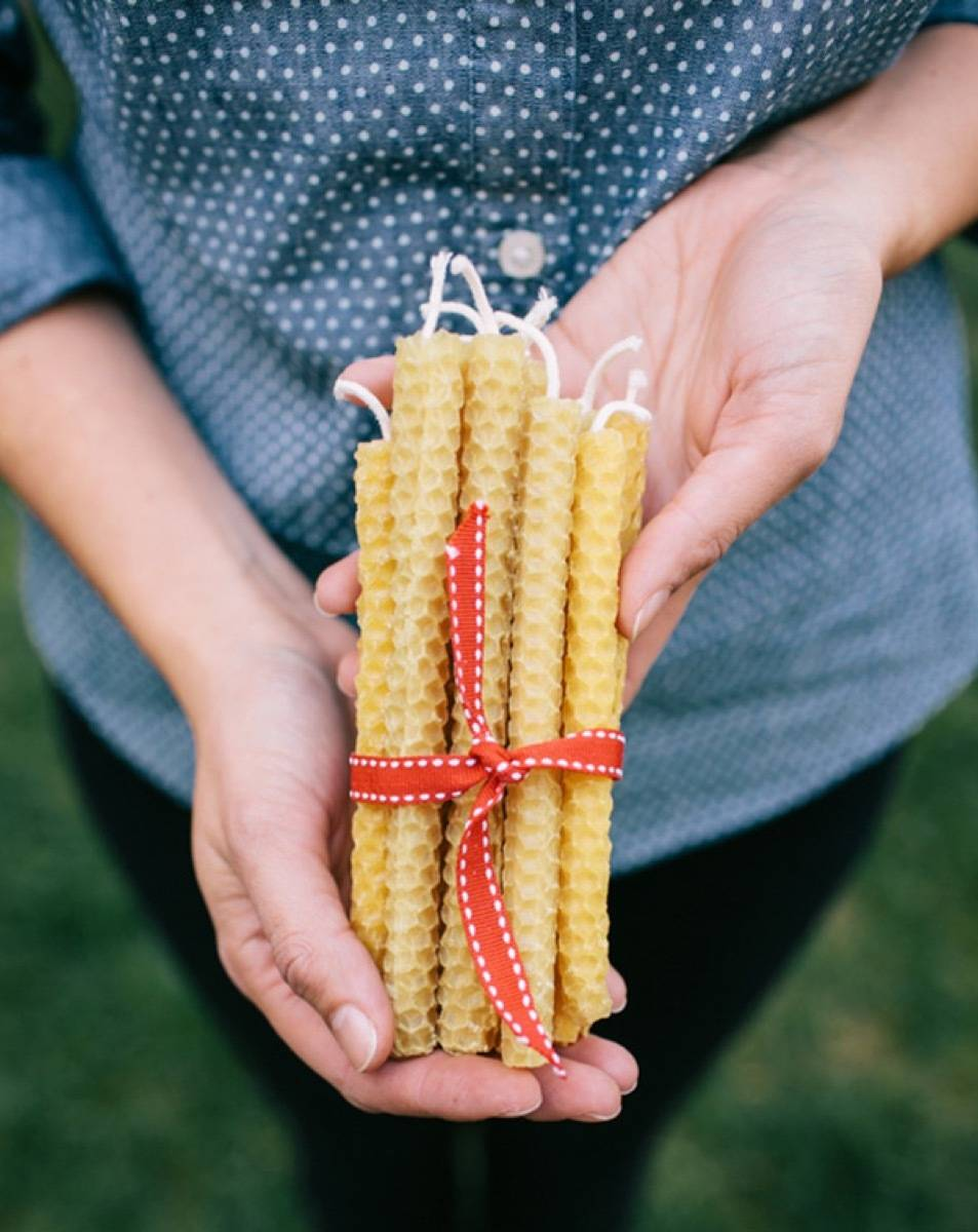 DIY Mother's Day Gift Ideas: Beeswax candles