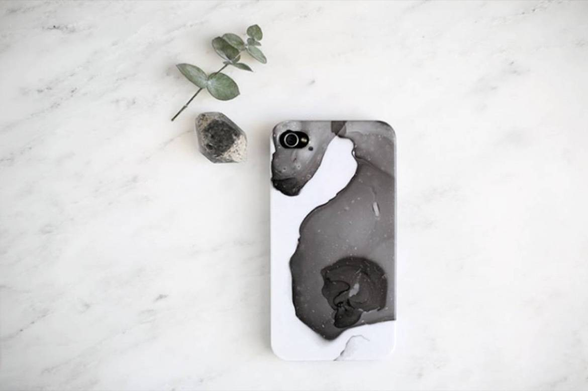DIY Mother's Day Gift Ideas: Marbled phone case