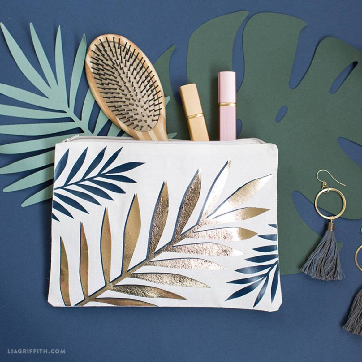 DIY Mother's Day Gift Ideas: Tropical zippered pouch