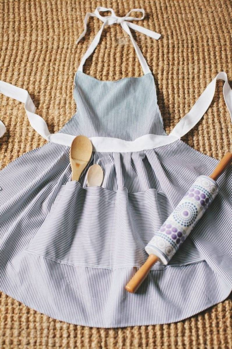 DIY Mother's Day Gift Ideas: Hostess apron