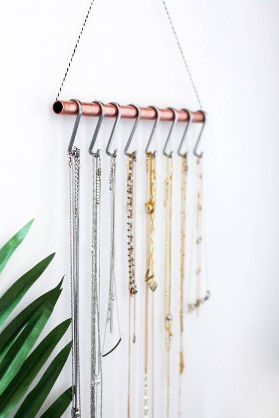 Minimal wall-hanging necklace holder