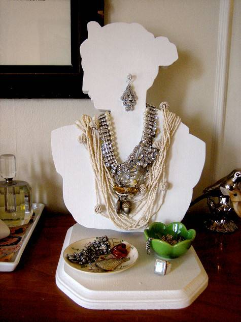 Bust jewelry display