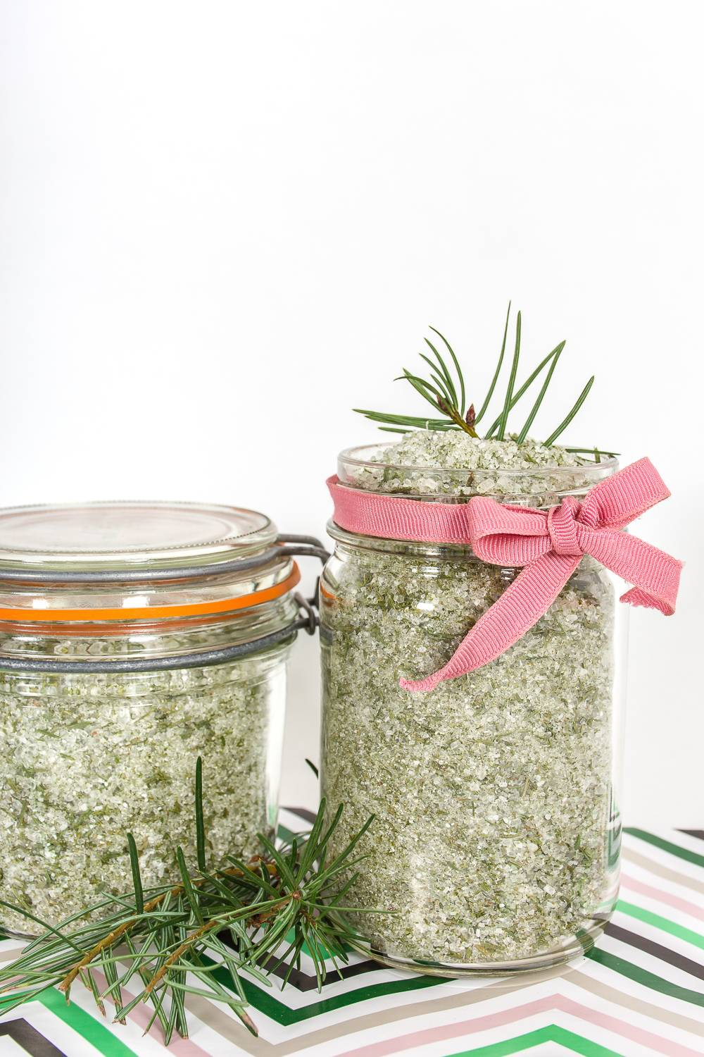 Make DIY Christmas tree bath salts