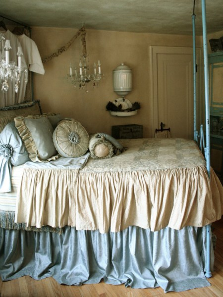 blue and white vintage bedroom French Style Romantic Master Bedroom / design bookmark #14992