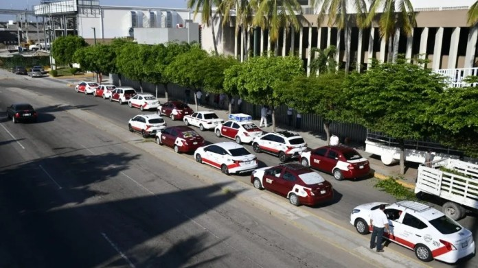 Taxi drivers protest against Uber in the Congress of Sinaloa 4 (Photo: El Debate / José Betanzos)