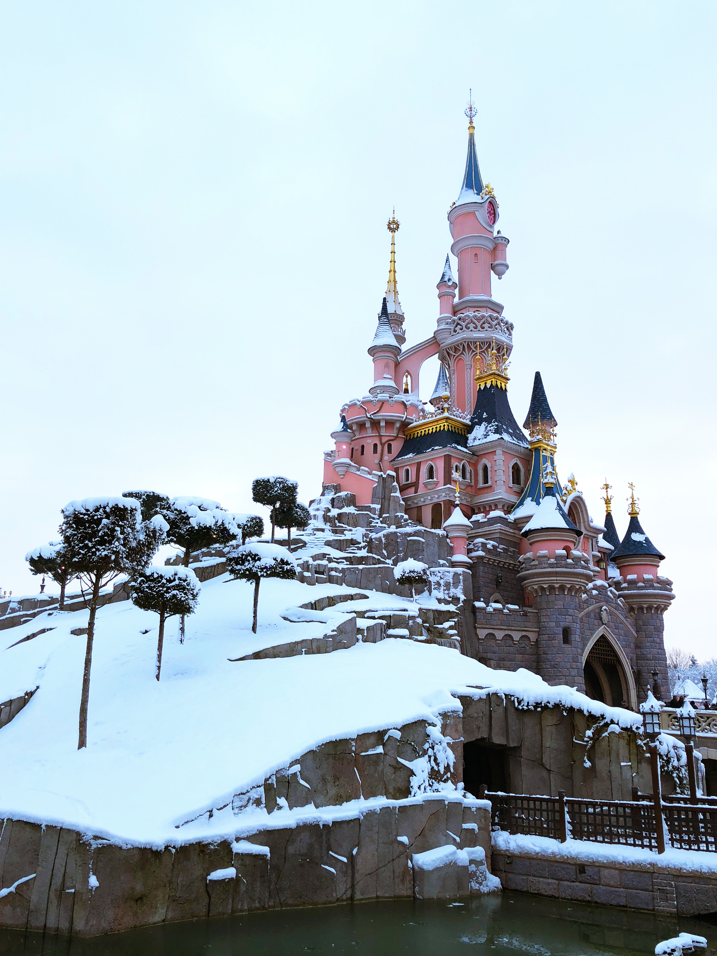 Fall In To Winter Wallpaper The Lurkyloos Do Disneyland Paris In The Snow So You Don
