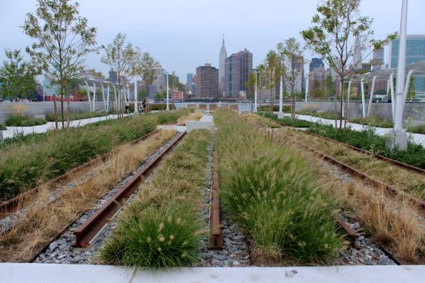 New Waterfront Park Opens at Hunters Point South With