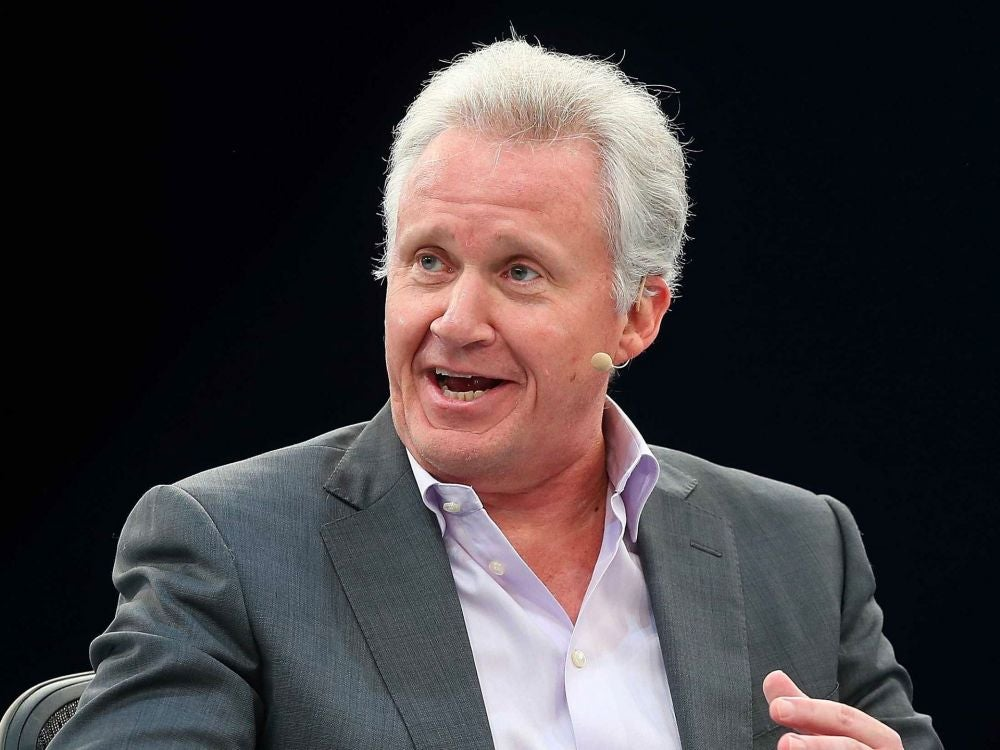 Jeffrey Immelt reads his papers in a very particular fashion.