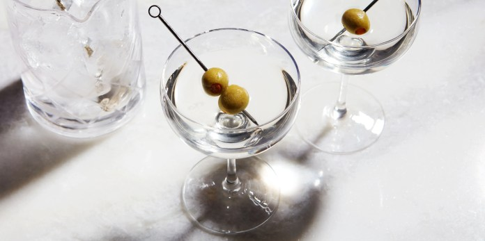 Martini Recipe Advice How To Personalize The Classic Martini Cocktail In 2020 Epicurious
