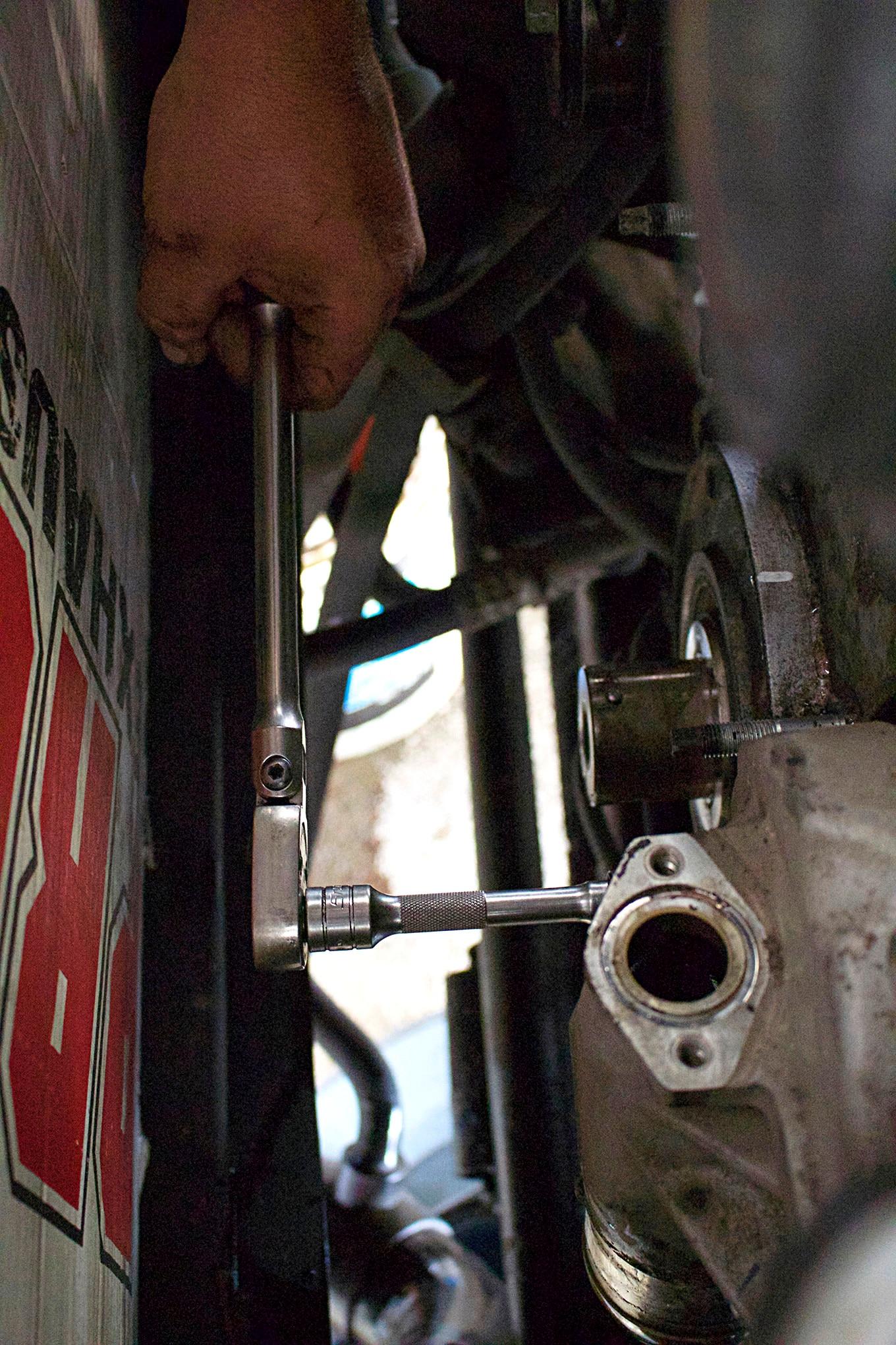 07 half dayin it lbz duramax water pump install  [ 1360 x 2040 Pixel ]