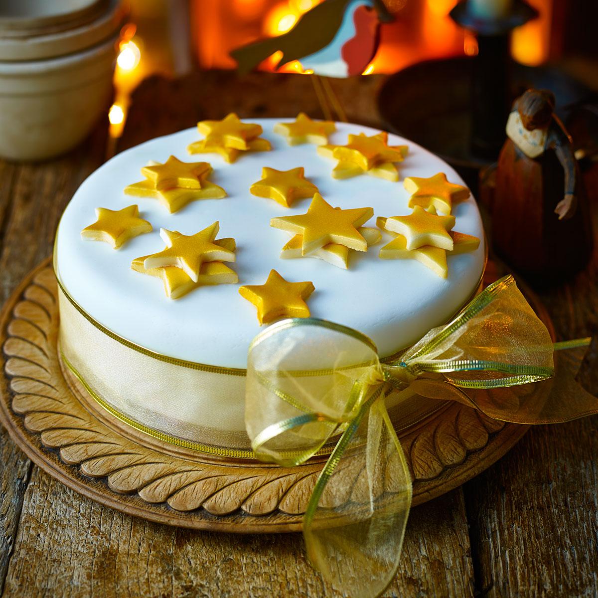 Simple Iced Christmas Cake