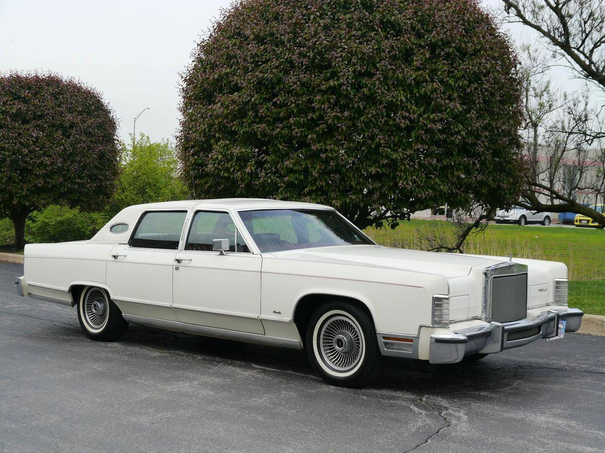 medium resolution of lincoln town car on 24s kbb review 1979 lincoln continental youtube autos post
