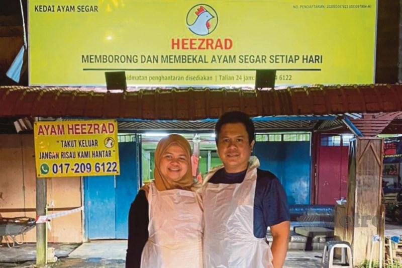 NIK Mohd Heezrad bersama Nur Izzati di hadapan premis mereka.