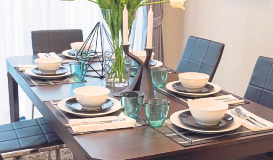 Meja makan rumah terbuka  Harian Metro